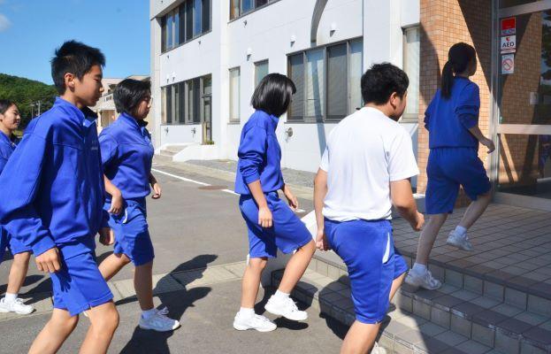 """日本青少年自杀人数创新高,""""学校问题""""是主因"""