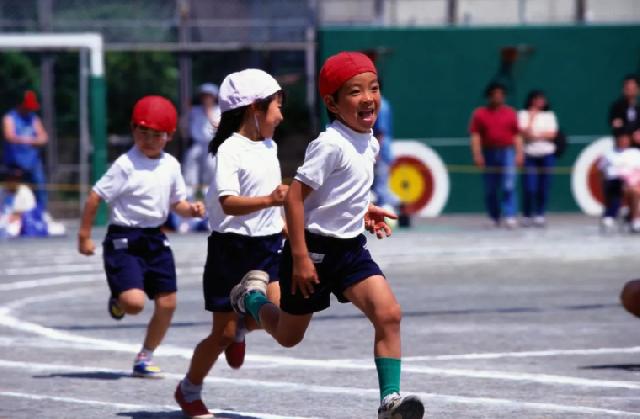 中小学生每天校园体育活动不少于1小时!体育课这样改,你怎么看?