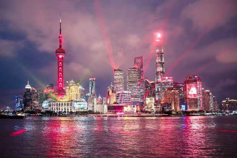 揭秘黄浦江主题光影秀背后!浦江两岸300多幢楼宇参与,岸上、游船上皆有完美体验